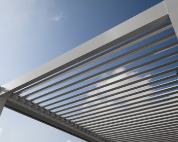 instalacion pergola bioclimatica exterior